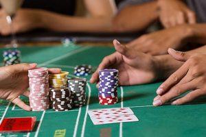 baccarat table card game chips bets onboard things to do casino 300x200 - バカラで勝率を上げるための罫線の見方と種類。罫線予測でバカラに勝ち続ける方法